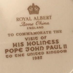 royal Albert Accents - Royal Albert Bone China Collector Plate 1982